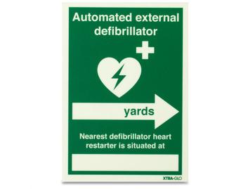 AED Xtra-Glo Nearest Defib (Yards, right arrow) - Rigid - 148 x 210mm