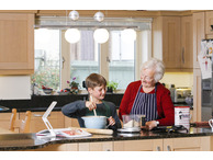 Talking Kitchen Scale with Large Print Jug